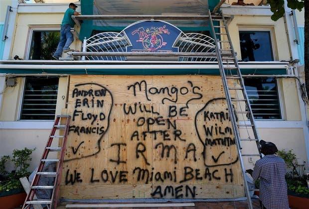 Miami escapa al golpe del ojo del huracán Irma