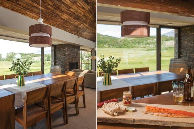 El living, la cocina y el comedor ocupan un gran ambiente único que se abre al paisaje mediante ventanales con carpintería de aluminio con RPT (ruptura de puente térmico) de Cristalmet..