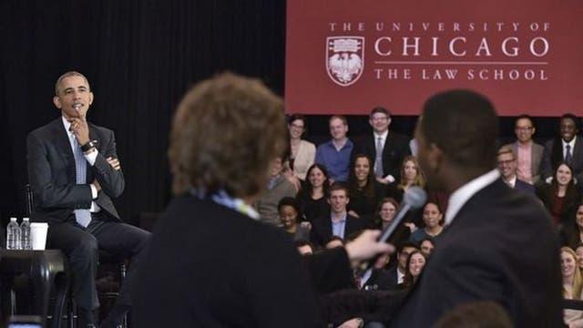 El expresidente Barack Obama visitó la Universidad de Chicago