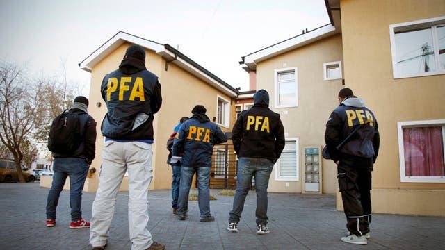 La Policía Federal allanó edificios construidos por Austral