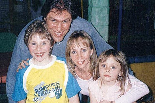 La familia, de gira: su esposo y manager, Sergio Albertoni, y sus hijos Tomás y Julieta
