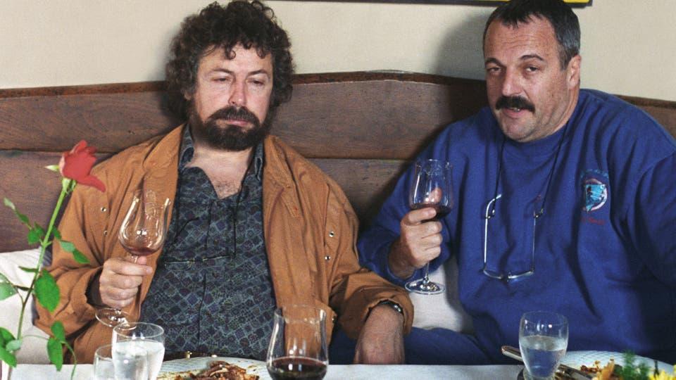 Carlos y Daniel, después de catar vinos en el restaurante de Deiá, Mallorca, en 1994. Foto: gentileza Planeta