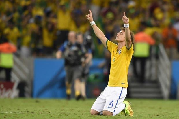 David Luiz, uno de los jugadores más religiosos del plantel