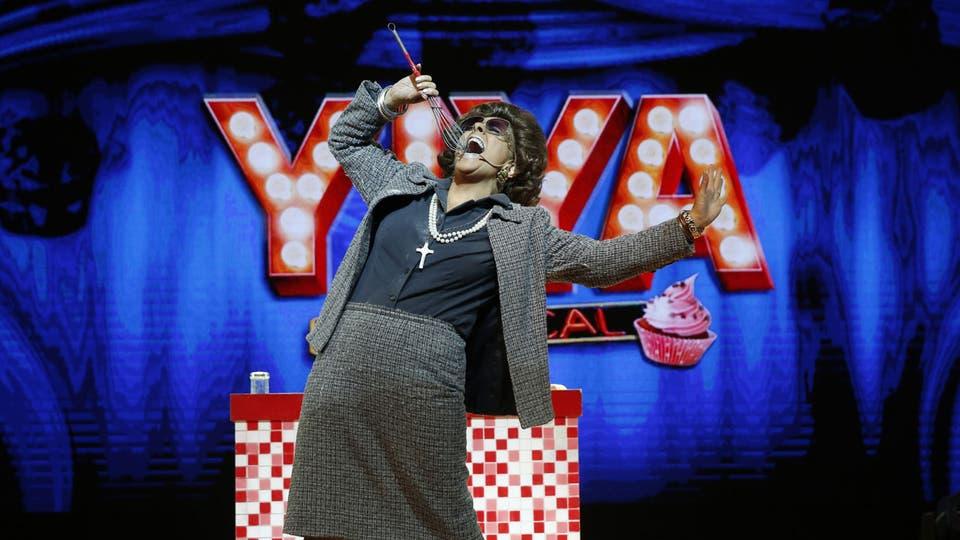 Impresionante performance de Karina K como Yiya Murano en la noche de los Hugo. Foto: Fabián Marelli