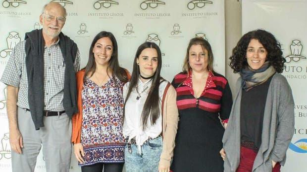 Michael Rosbash dio una conferencia sobre sus trabajos el 28 de septiembre en la Fundación Instituto Leloir. A la derecha, Fernanda Ceriani