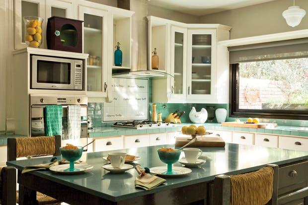 igual que en el resto de los espacios de la casa utal vez incluso en mayor medidau la iluminacin en la cocina debe pensarse segn el tipo de actividades
