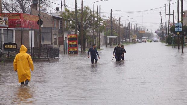 Hay varias calles anegadas en Quilmes por las inundaciones