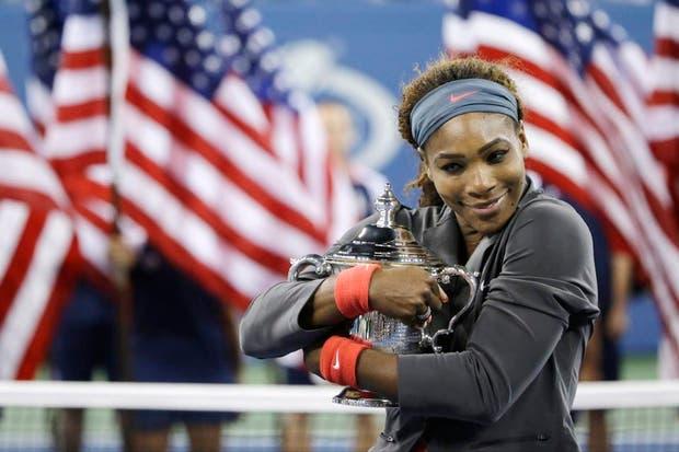Serena se abraza al trofeo, una vez más