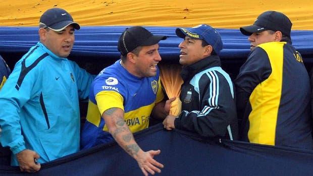 Mauro Martín (con la camiseta de Boca) uno de los que tiene derecho de admisión pero quiere volver