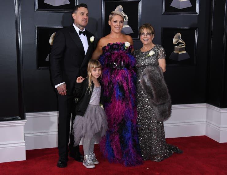 Pink, junto a su familia