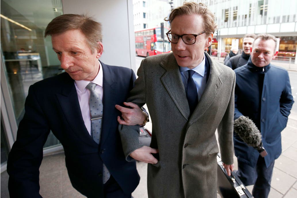 Cambridge Analytica suspende a su CEO