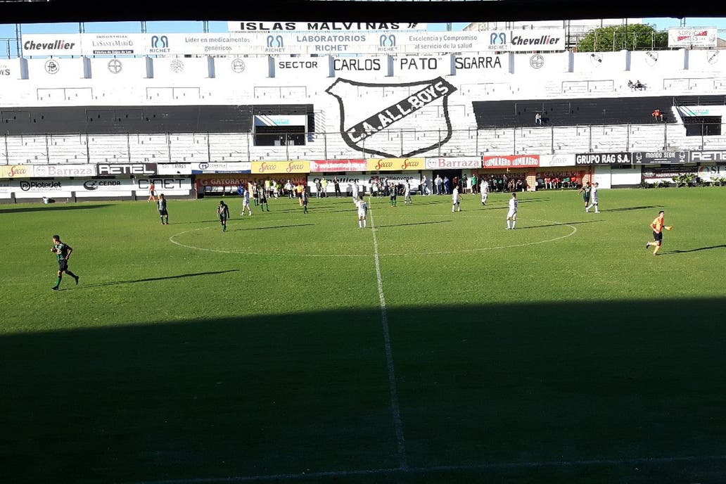 Barras de All Boys atacaron a dirigentes de Chicago