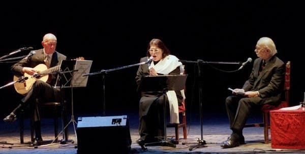 Con Eduardo Falú y Ernesto Sábado, presentó El romance pro la muerte de Juan Lavalle, en el teatro Cervantes, en el año 98. Foto: Archivo / Búsqueda documental de PCDRB