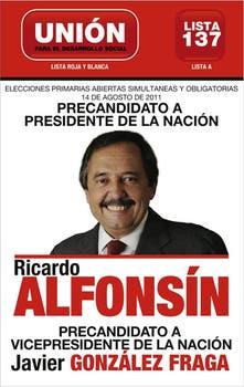 Sin símbolos radicales, Alfonsín es el centro de la boleta de Udeso.