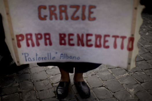 Gracias Papa Benedicto XVI, uno de los carteles más repetidos. Foto: AP