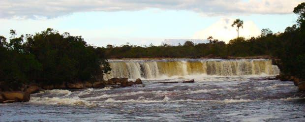 Desde cascadas de metro y medio hasta saltos de 15 metros, las caídas de agua son una constante en el parque