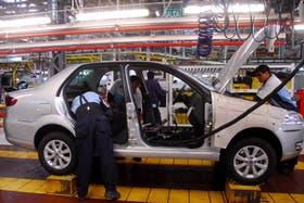 Operarios en la fábrica Fiat en Córdoba