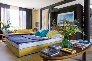 Una casa decorada con texturas y colores