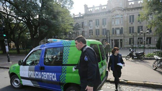 """Es """"desesperante"""" el estado de la alumna que intentó suicidarse en el Colegio Nacional de La Plata"""