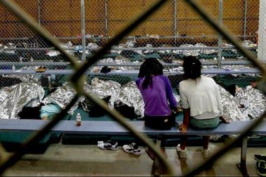 Más de 2300 chicos fueron separados de sus padres y detenidos en centros de la patrulla fronteriza desde el 5 de mayo