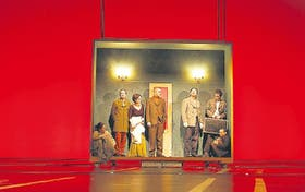 Amerika, la obra de Alejandro Tantanián estrenada en Alemania, despertó comentarios opuestos en los medios de comunicación