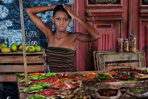 En el mercado, Liya Kebede. Foto: Gentileza www.pirellical.com