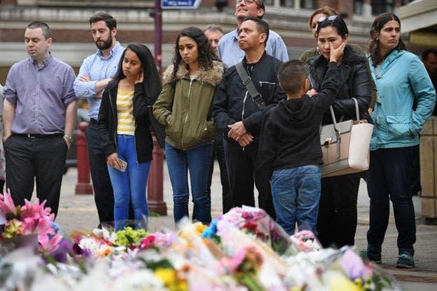 Diez heridos siguen críticos mientras Reino Unido mantiene la máxima alerta