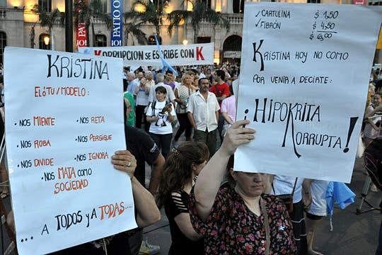La ocurrencia y originalidad de los que participaron en la protesta del #8N. Foto: LA NACION / Irma Montiel