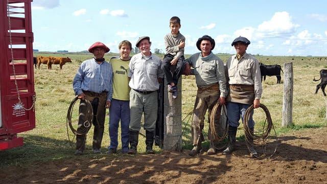 En Goya, Mario y Máximo Sellares y se equipo aplican en 1200 ha el pastoreo rotativo intensivo