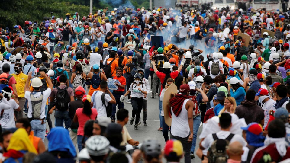 Miles de manifestantes opositores marcharon por las calles de Venezuela. Foto: Reuters / Carlos Garcia Rawlins