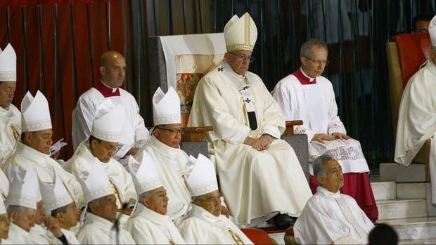 Francisco participa de una misa en la Basílica de Guadalupe