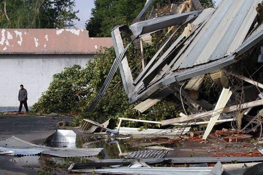 En Morón se sintieron las peores consecuencias del tornado. Foto: DyN