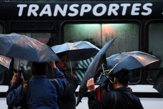En las primeras horas de hoy se registraron fuertes precipitaciones en el área metropolitana. Foto: Télam