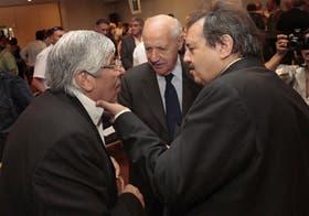 Impensado hace un tiempo: el gesto cariñoso de Alfonsín con Moyano, con Lavagna como testigo