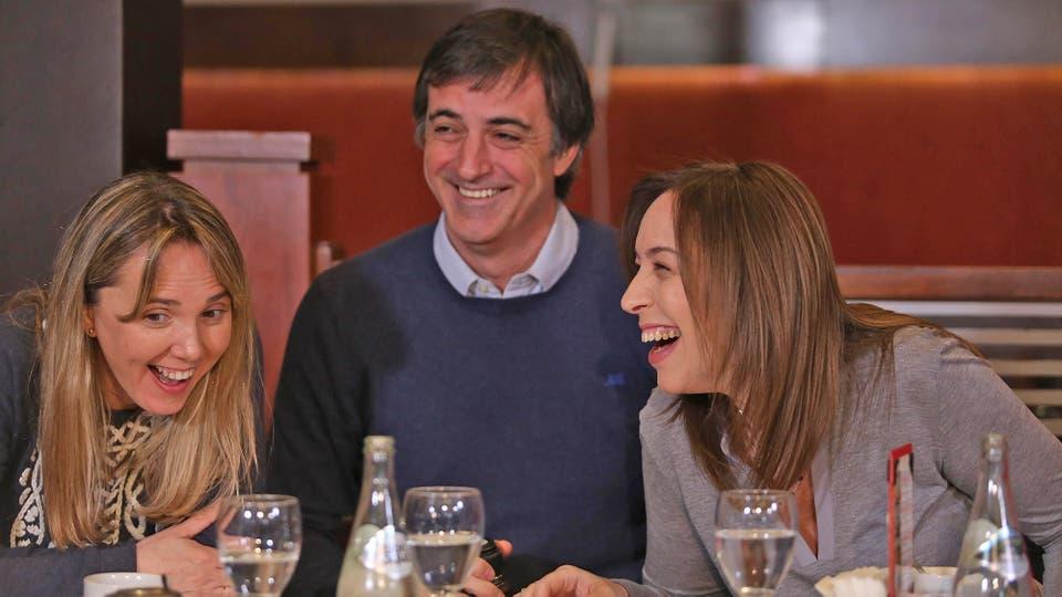 María Eugenia Vidal junto a Esteban Bullrich desayunando en Haedo