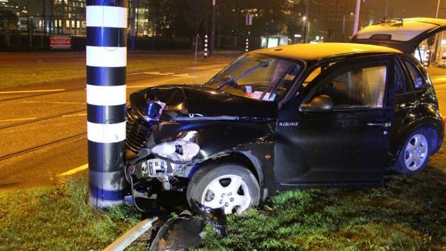 El taxi que lo trasladaba impactó de frente contra un poste de luz y el Kun terminó internado