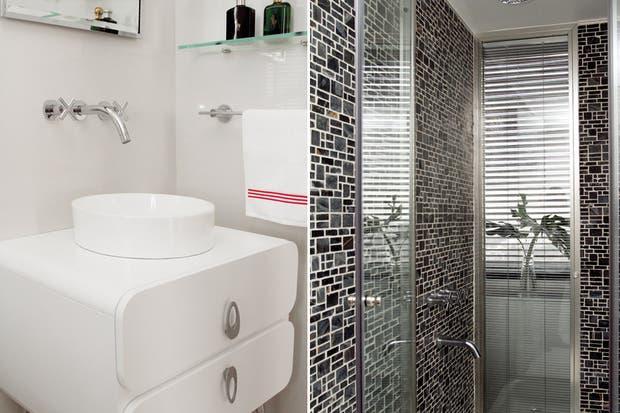 Quien Invento La Regadera De Baño:cabina de ducha (San Isidro Cristales) y una pared vidriada Una de