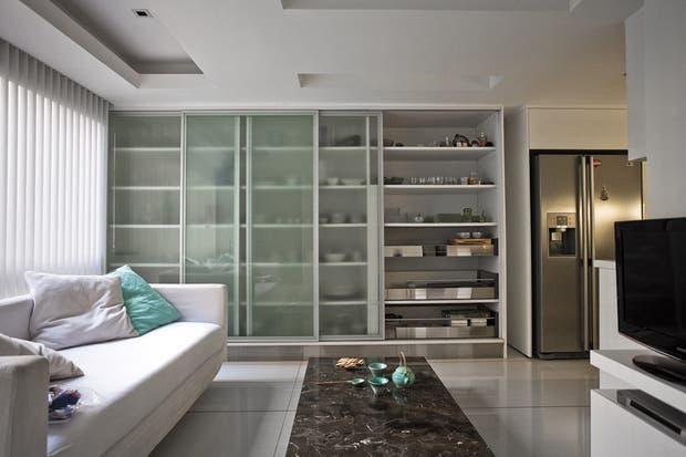 Mesas y sillas escandinavas for Muebles de cocina con puertas de cristal