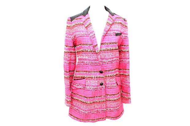 Tapado de acrílico, poliamida, viscosa y lana. Tiene bolsillos y forro interno, ($1400 durante el Hot Sale, precio regular $2000), Renová tu vestidor.