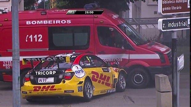 Tom Coronel chocó contra un camión de bomberos