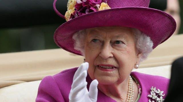 Una nueva filtración mundial golpea a la reina Isabel