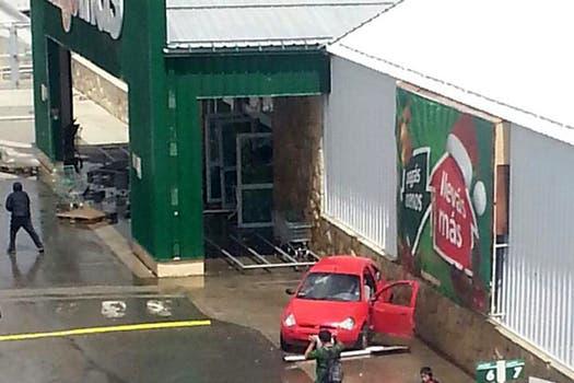 Imágenes de los saqueos al supermercado Chango Más de Bariloche. Foto: Gentileza Lucas Gabriel García