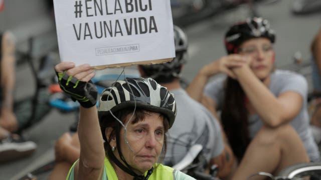 La pedaleada arrancó en el Congreso y los ciclistas reclamaron mayor seguridad luego de que en menos de un mes murieran tres ciclistas