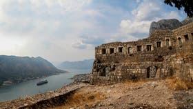 El castillo de San Juan, con más de mil escalones y la mejor vista de la bahía