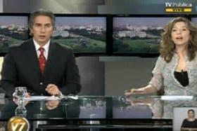 Juan Miceli presentando el noticiero de la TV Pública