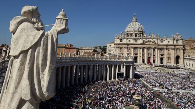 El Papa proclamó santa a la Madre Teresa de Calculta ante más de cien mil personas