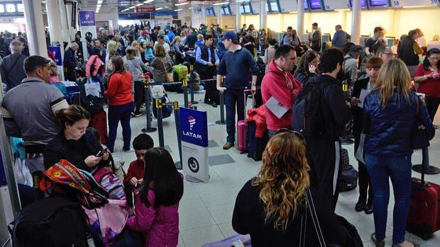 Caos en Aeroparque por los vuelos cancelados