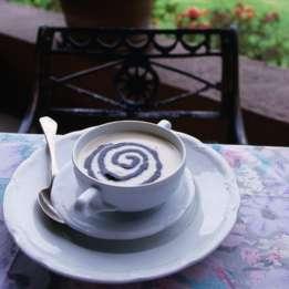 Sopa de maíz con salsa de huitlacoche, servida en un restaurante de Ciudad de México.