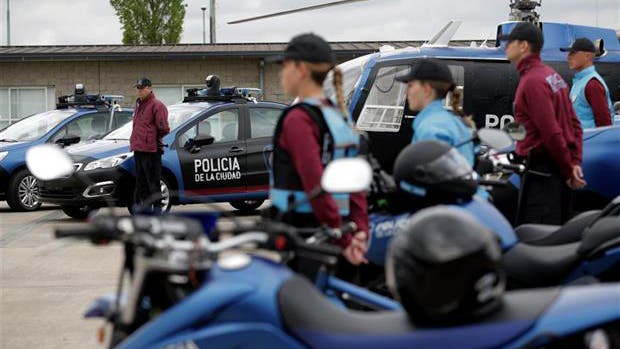 Un agente de la policía de la Ciudad fue detenido por matar de un balazo a una vecina