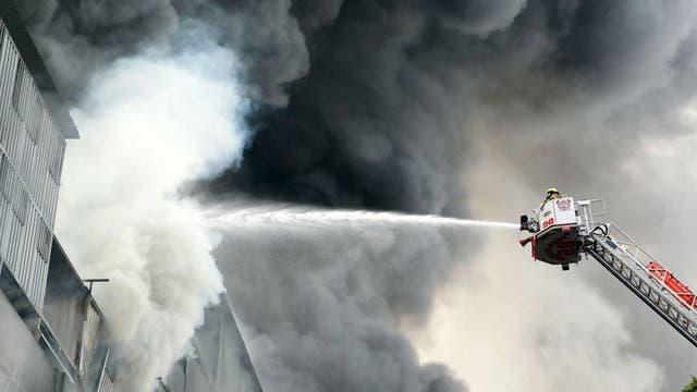 Trabajan en el lugar unos 400 bomberos